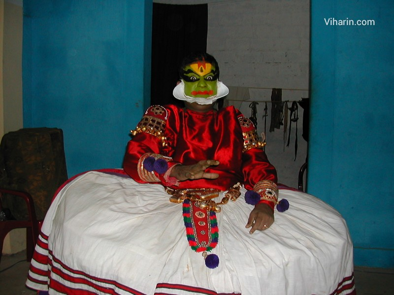 Viharin.com-Kathakali Dancer in Kumarakom, Kerala- India