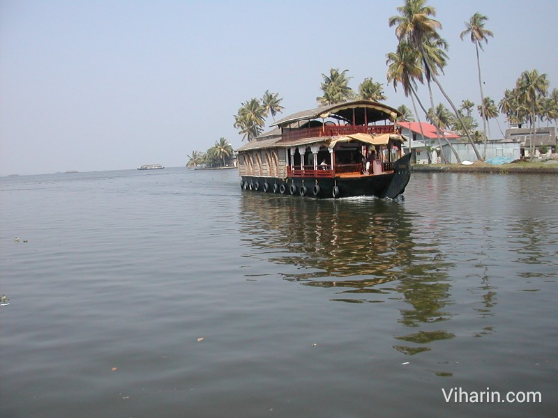 Viharin.com- A boat coming towards our boat