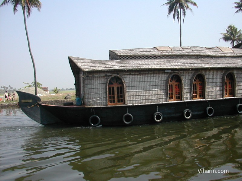 Viharin.com- Houseboat passing by our houseboat at Alleppey