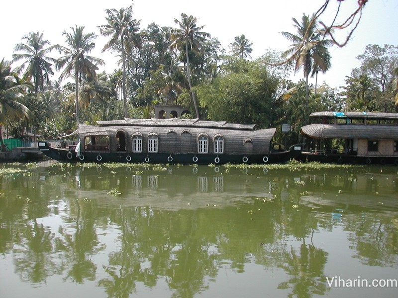 Viharin.com- Other houseboat at Alleppey