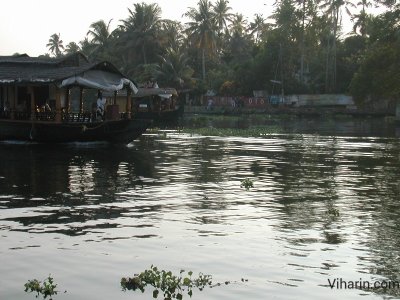 Viharin.com-Waterway at Alleppey