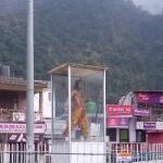 Viharin.com- Crossing near Lakshman Jhoola