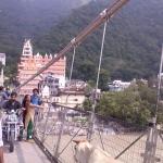 Viharin.com- Different commuters of Lakshman Jhoola