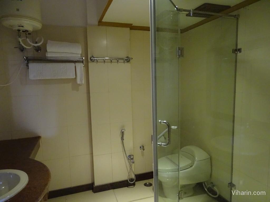 Viharin.com- Bathroom at Dunn Perk Manor
