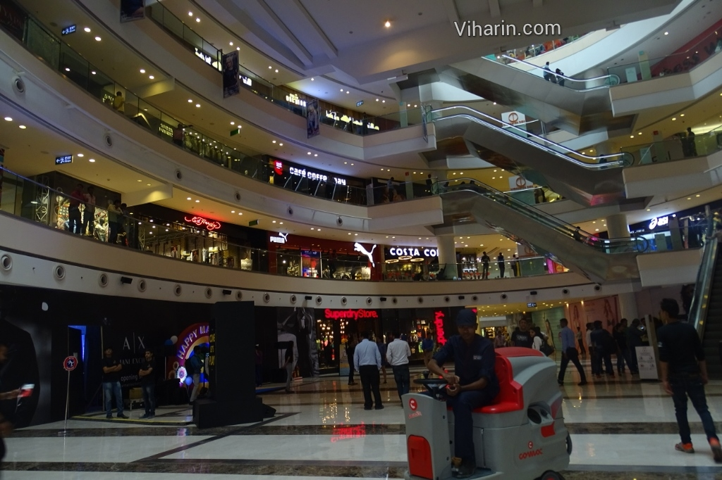 Viharin.com- Interiors of DLF Mall of India