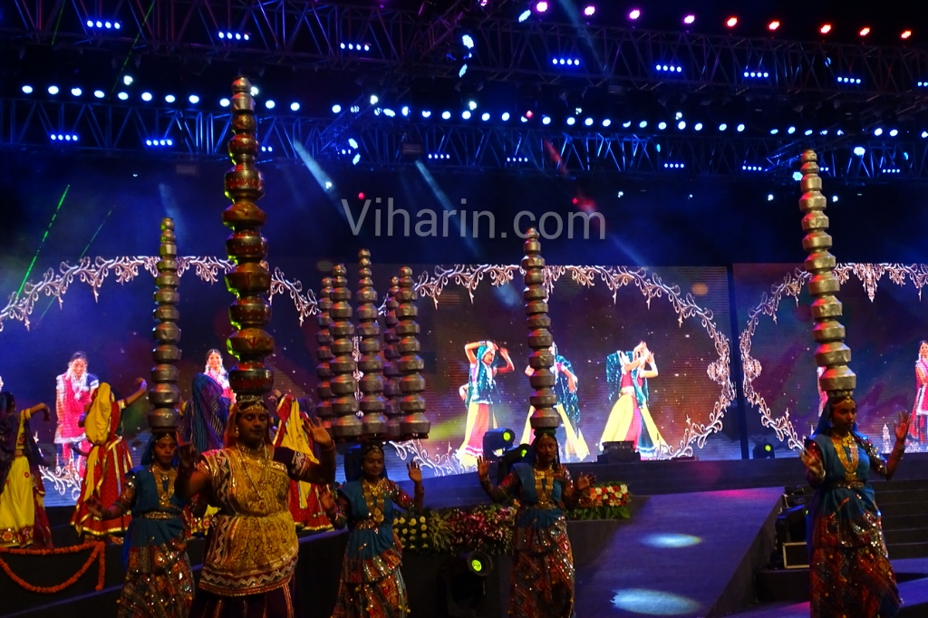 Viharin.com-Dance-with-several-matkas-on-head