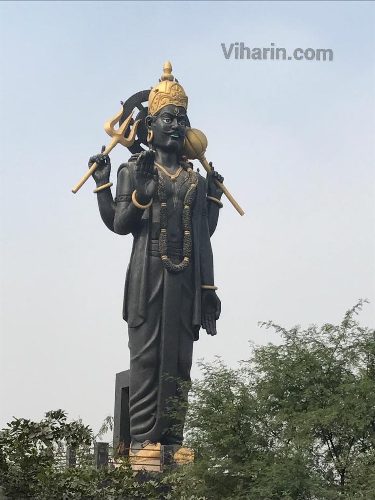 Viharin.com-Statue-of-Shani-Dev-outside-Shani-Mandir